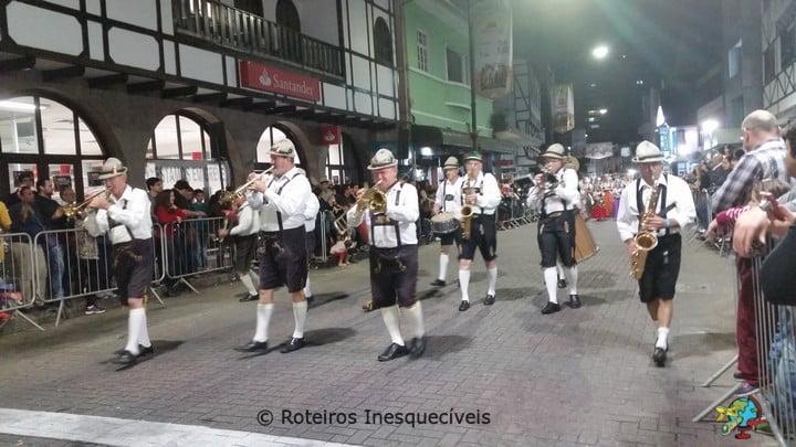 Desfile - Oktoberfest - Blumenau - Santa Catarina